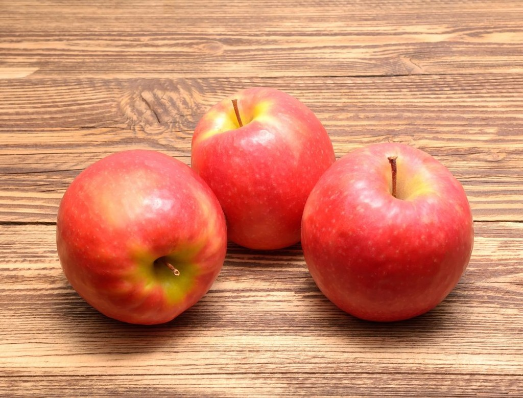 Hailing from Australia, the Pink Lady apple has a complex flavor that mixes a tart first bite with a sweet aftertaste. Farmers take this variety very seriously, with strict criteria regarding sweetness and acidity. If it makes the cut, the Pink Lady is a super crisp addition to a flavorful dessert, especially when mixed with cranberries* or other tart fruits.
