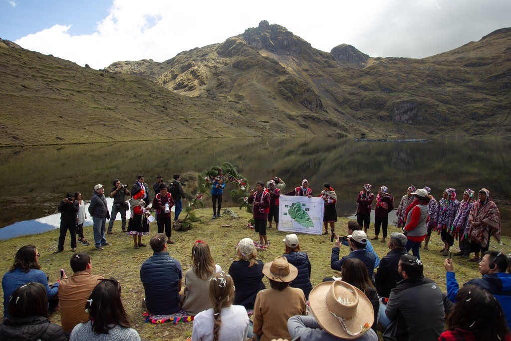 The Experience, which took place at Inkaterra Hotel in Cusco, highlighted local ingredients such as chirimoya, quinoa, tarwi, yacón, and multiple maize and native potato varieties. On the last day of the event, participants visited the Potato Park, where five indigenous communities are working to safeguard one of the most precious collections of potato diversity, containing more than 3,000 varieties.