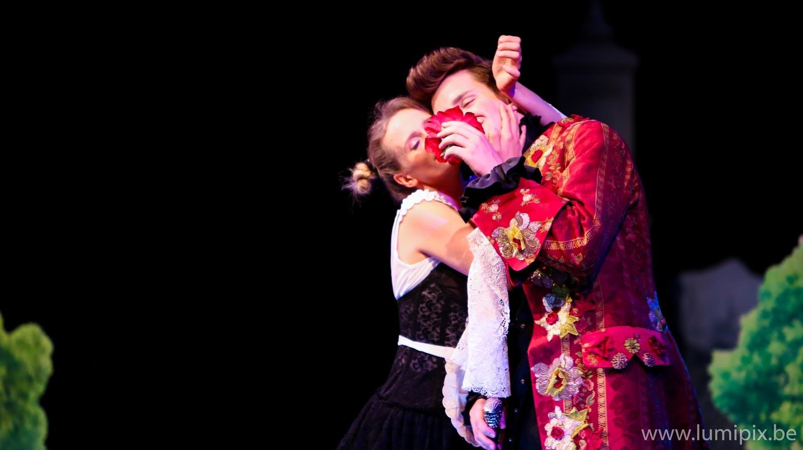 Lyrique Cosi fan tutt' Despina et Alfonso