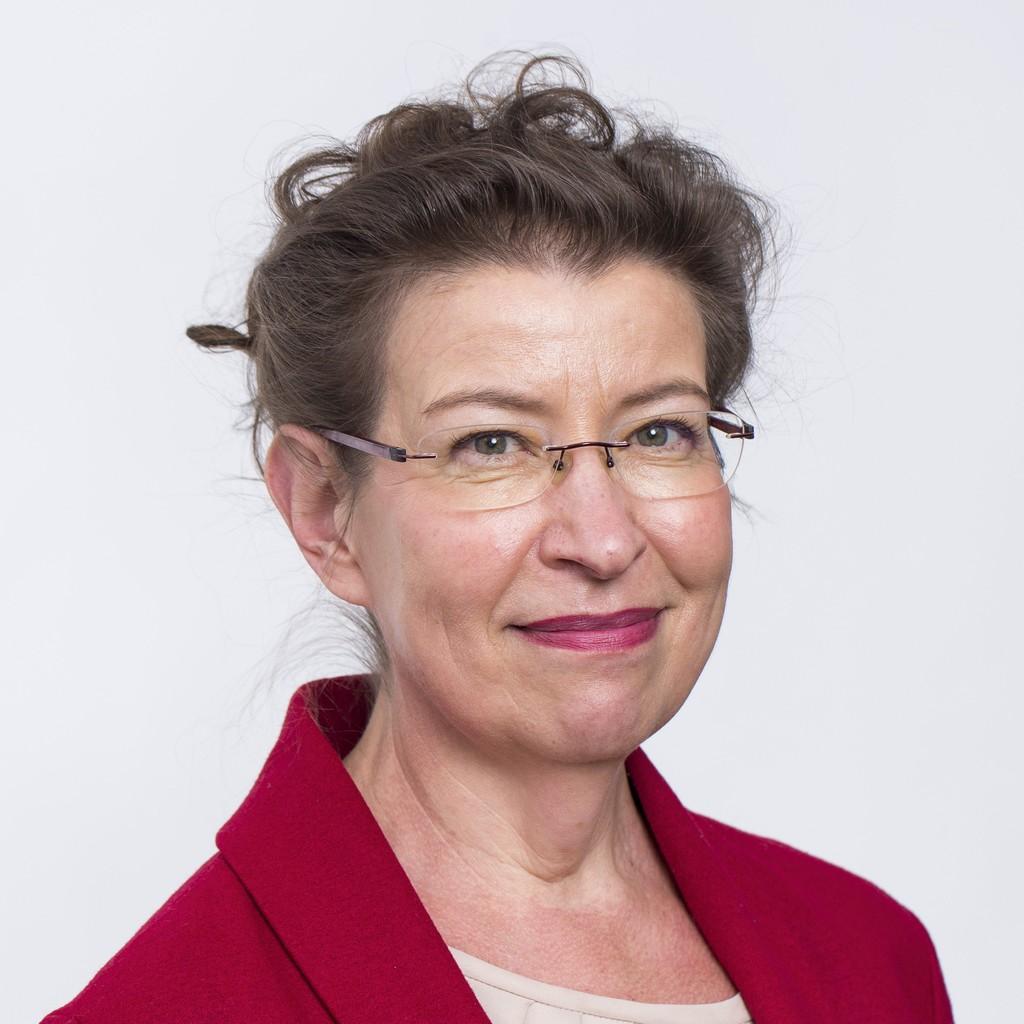 Photo of Leena Ylä-Mononen